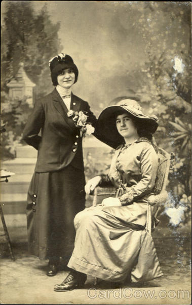 1913 Women with Hats