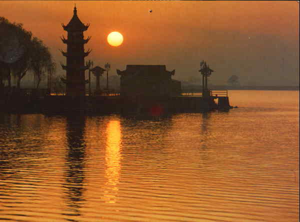 Sunrise Over Weldome To Spring Pagoda China