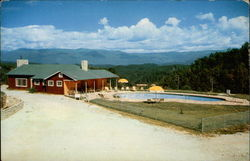Modern Swimming Pool at Nantahala Inn