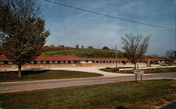 Decorah's Deluxe Motel Postcard
