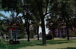 Campus Scene, Lee College