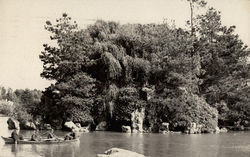 Men canoing in Gold State Park