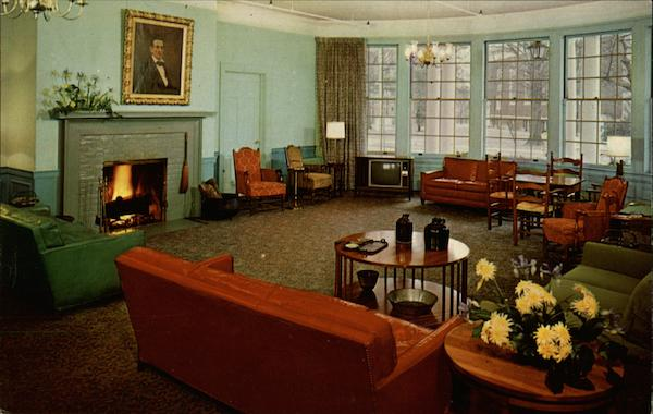 The Lincoln Lounge, Boone Tavern Hotel Berea Kentucky