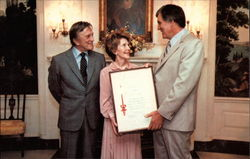 Nancy Reagan Presents Courage Award