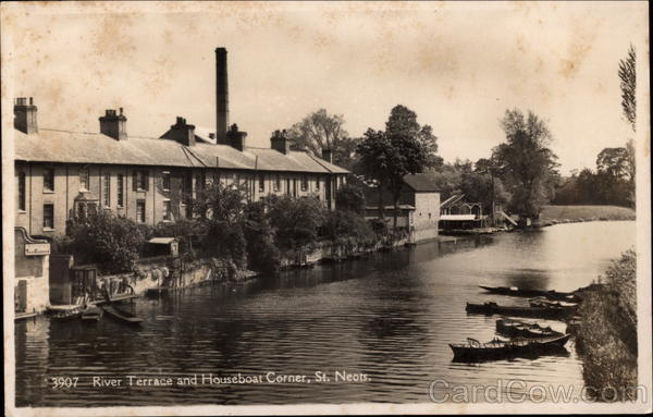 River Terrace and Houseboat COrner St. Neots UK