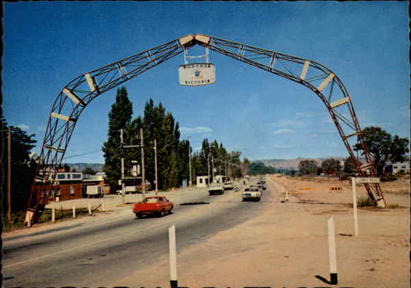 The Arch Spanning Lincoln Causeway Albury Australia