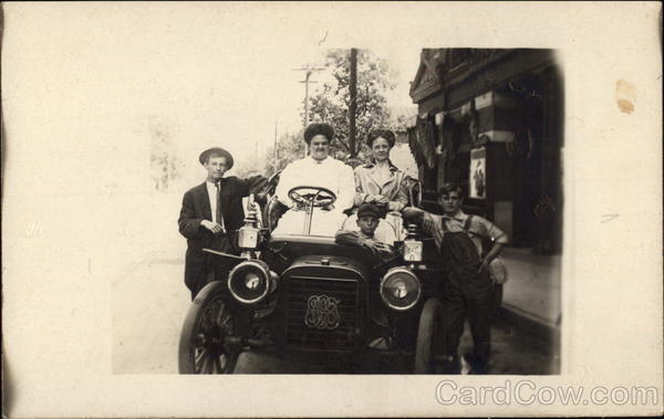 People in Automobile Family Portaits