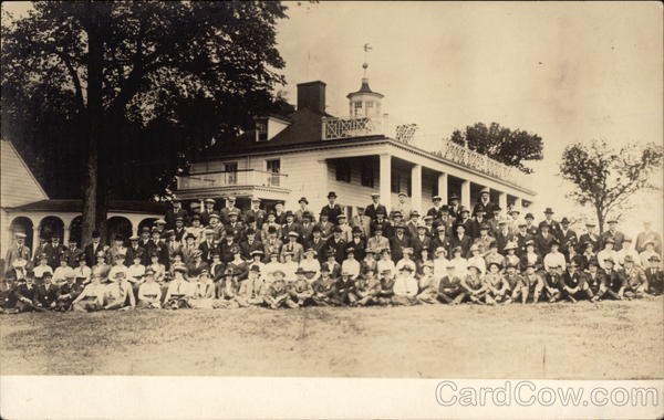 Group of People in Front of Mount Vernon Virginia