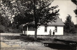 Monroe's Steak House and Cottages, Houghton Lake