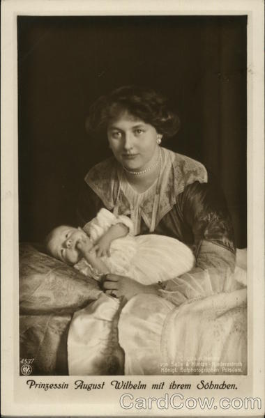 Prinzessin August Wilhelm mit ihrem Sonchen. (Princess August Wilhelm (Alexandra) with their son.) Germany