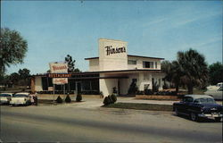Street View of Hinson's Restaurant and Cocktail Lounge Postcard