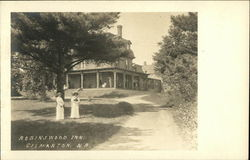 Robinswood Inn - People on the Grounds