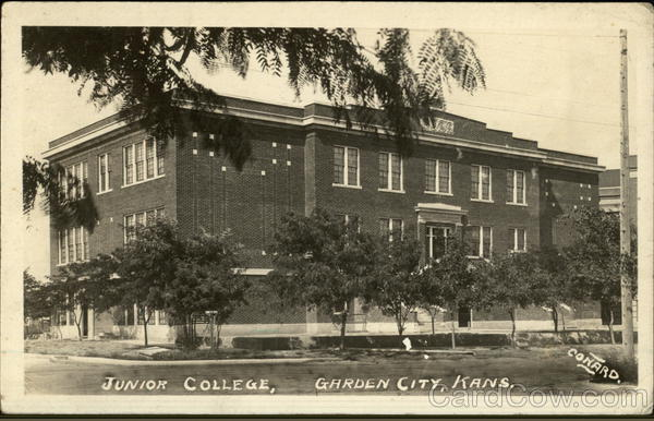 Junior College Garden City Ks