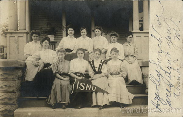 Photograph of a group of women at Illinois State Normal University in the early 20th century