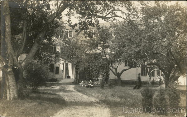 Photograph of a house in 1912 Pontiac Michigan