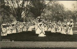 Crowning Queen May Day U of I 1911