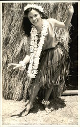 Hula Girl - Grass Skirt & Lei