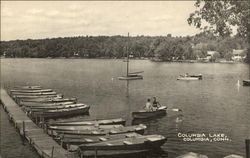 Boaters on Columbia Lake