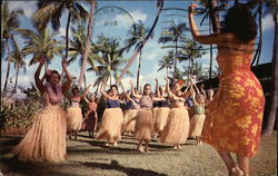 Hula Lessons at Waikiki