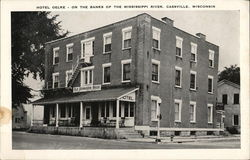 Hotel Oelke - On The Banks Of the Mississippi River Postcard