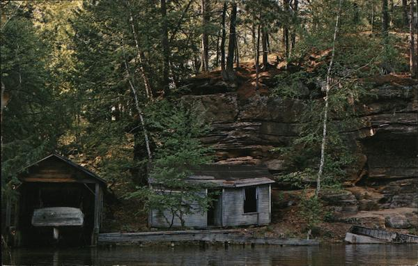 Ghost Boat House - Aquaduck Cruise Tours Wisconsin Dells