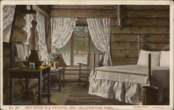 Old Faithful Inn - Bedroom