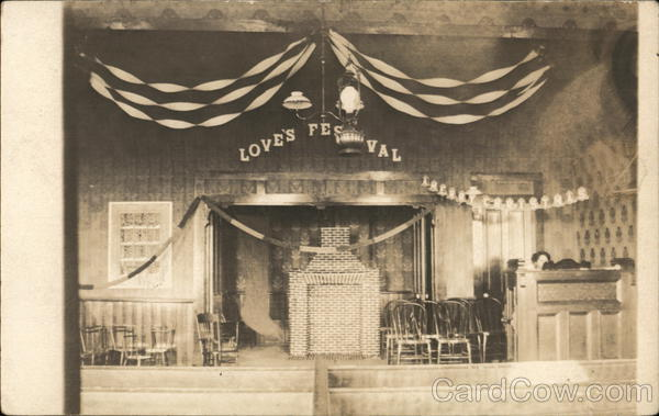Love's Festival/Merry Christmas stage - Woman sitting at Piano