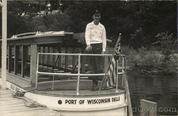 Tour Boat and Captain Wisconsin Dells