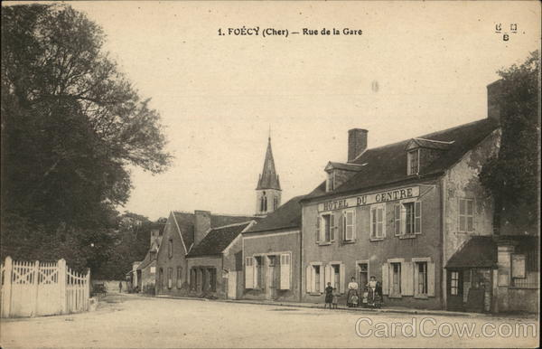 Rue de la Gare Foecy France
