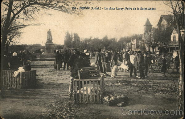 La Place Feray. Foire de Saint-Andre Pornic France