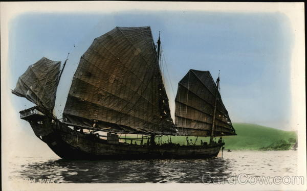 Chinese Junk Ship with Sails in Water China Boats, Ships