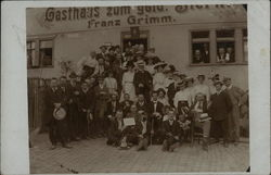 Large Group of People Posing in Front of Gasthaus - Franz Grimm
