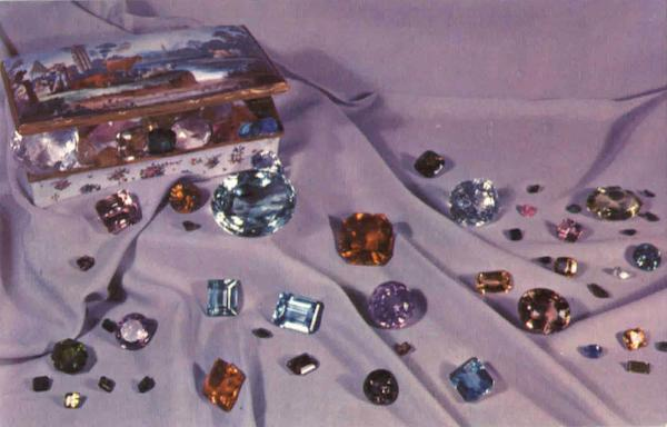 Smithsonian: A Selection Of Gems Art