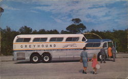 America's Farorite Bus: The Super Scenicruiser