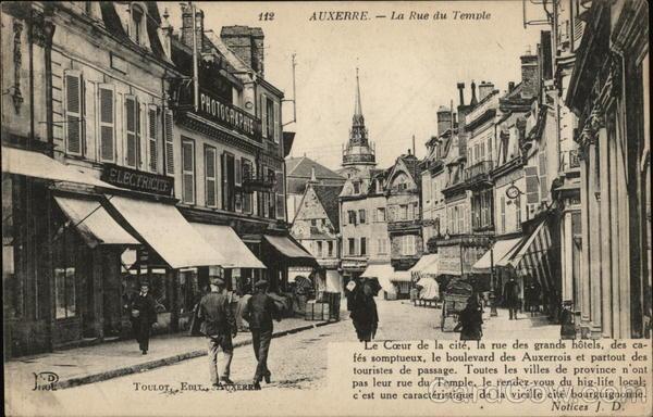 AUXERRE. La Rue du Temple