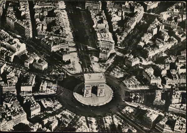 L'Arc de Triomphe - Aerial View