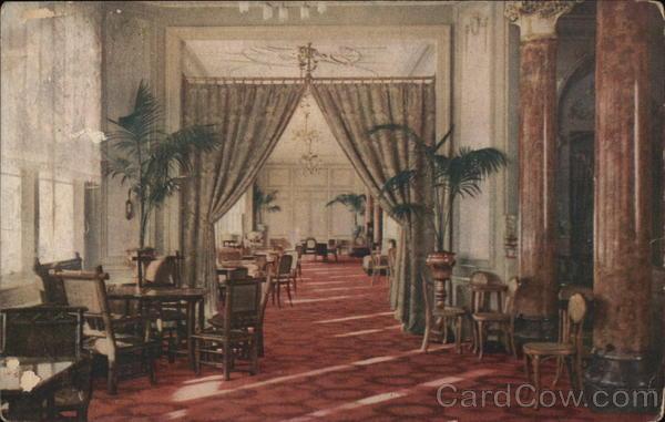 Casino Municipal - Galerie sur la Place Massena