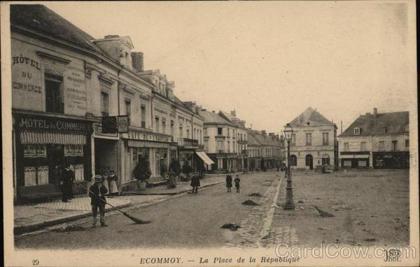 Ecommoy - La Place de la Republique
