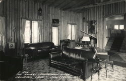 Lounge, Shorewood Lodge, Squirrel Lake