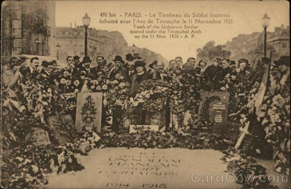 Paris - Le Tombeau du Soldat Inconnu inhume sous l'Arc de Triomphe le 11 Novembre 1920