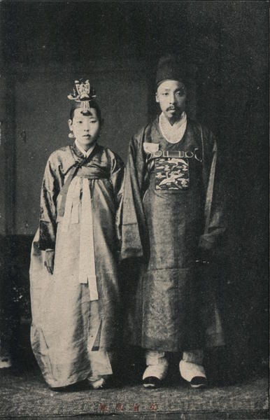 A couple in traditional dress Korea