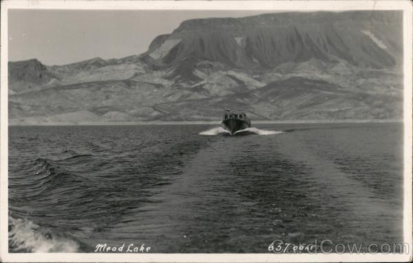 Boating on Mead Lake Nevada