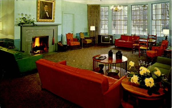 The Lincoln Lounge Boone Tavern Hotel Berea Kentucky