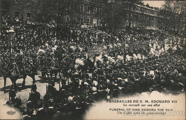 Funeral of king edward the VIIth - The cofin upon the gune-carriage London UK