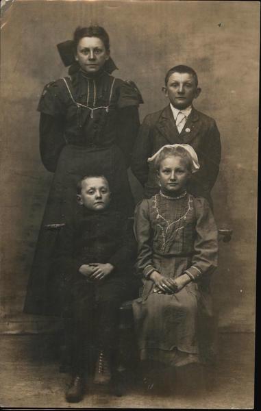 Portrait of Four Children Carlinville Illinois Family Portaits