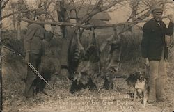 A Good Day'S Coon Hunt, Custer County, By Geo. Dueker And Son Postcard