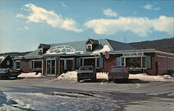 Howard Johnson Plaza, The North Country Shop Postcard