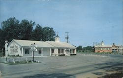 Coach and Four Restaurant, U.S. 41A South City Limits at Chesmotel Lodge Postcard