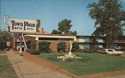 Town Plaza Motor HOtel Postcard