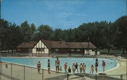 Swimming Pool and Bathhouse in Read Park Postcard